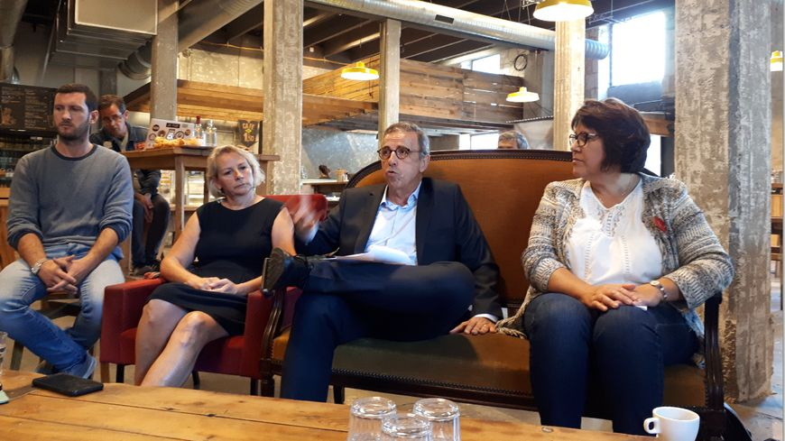 Pïerre Hurmic (au centre) prend la tête de liste des écolos pour les municipales de 2020.