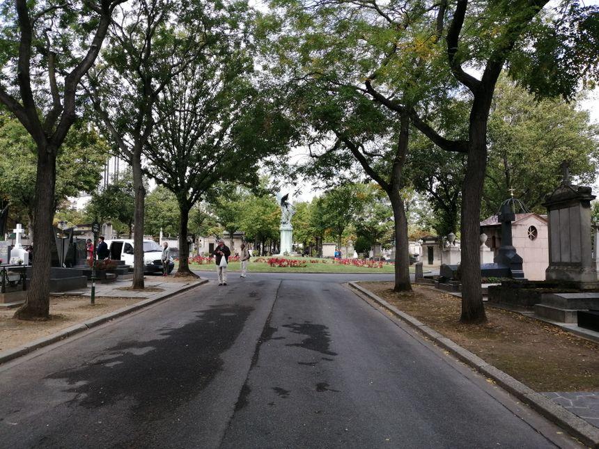 La tombe de l'ancien président se situe à gauche du rond-point en arrière plan.