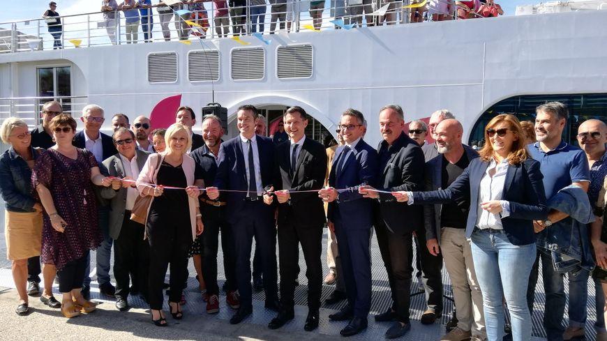Pour l'inauguration, un bateau de croisière allemand s'est amarré quelques dizaines de minutes à la halte ce vendredi après-midi