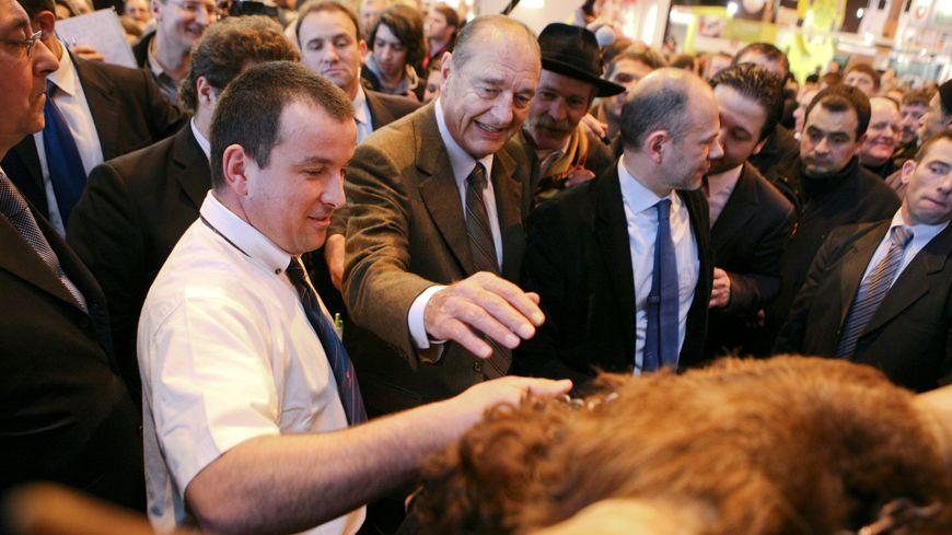 Jacques Chirac au salon de l'Agriculture , porte de Versailles à Paris