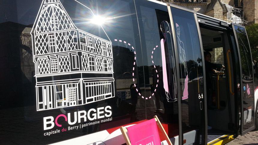 Une navette gratuite achemine les touristes et notamment les propriétaires de camping-car depuis le prado jusqu'au centre de Bourges.