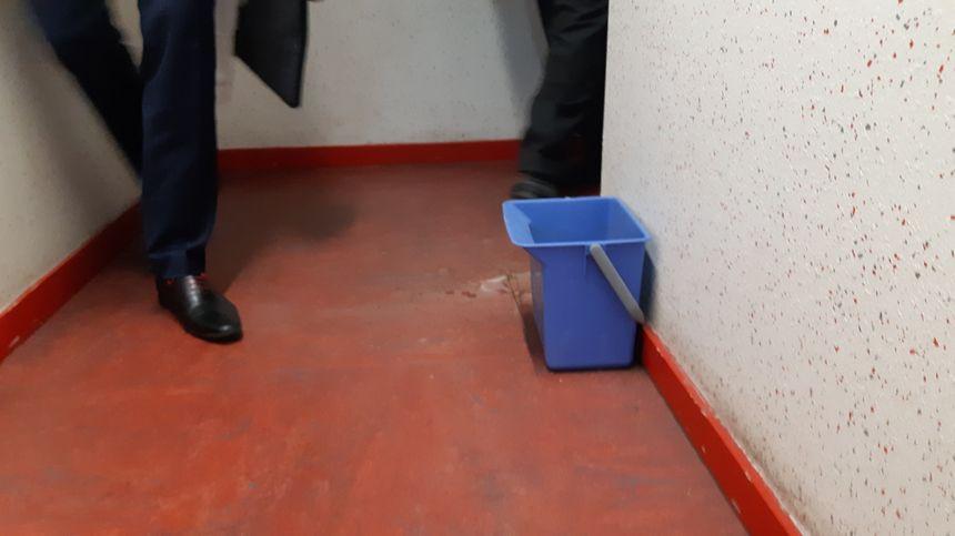Des seaux sont installés pour les fuites d'eau à la cité judiciaire de Nancy