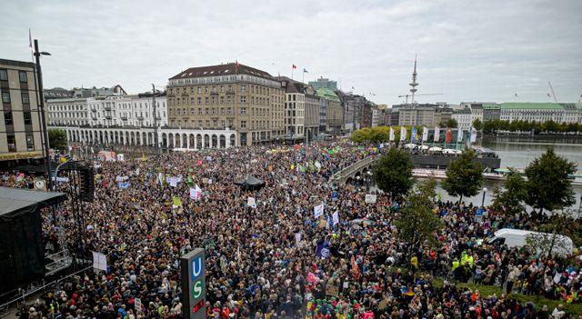 Des milliers de manifestants se sont retrouvés dans les rues de Hambourg, en Allemagne.