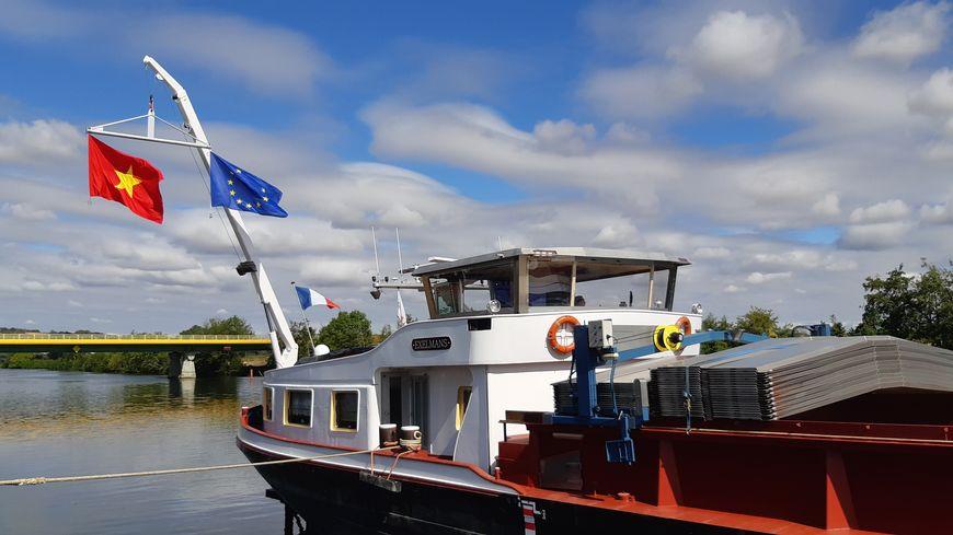 Chaque semaine, une trentaine de containers d'orge icaunaise quitte le port de Gron (Yonne) pour rejoindre le Vietnam via Le Havre.