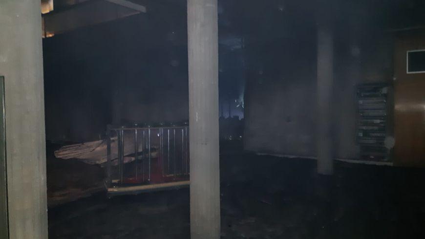 Le hall de la mairie de Grenoble incendié