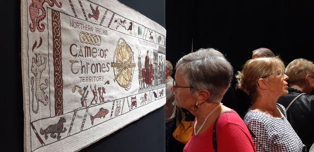 La tapisserie de Games Of Thrones brodée à Belfast inspirée par la tapisserie de Bayeux