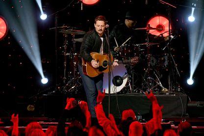 L'auteur-compositeur-interprète de musique country et de roots rock, Sturgill Simpson, en concert à la Bridgestone Arena le 12 janvier 2019 à Nashville.