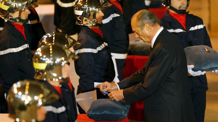 Jacques Chirac aux obsèques des pompiers de Loriol le 4 décembre 2002