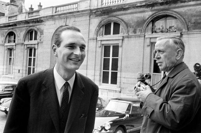 Jacques Chirac, jeune secrétaire d'État, en 1968 lors des négociations des accords de Grenelle.