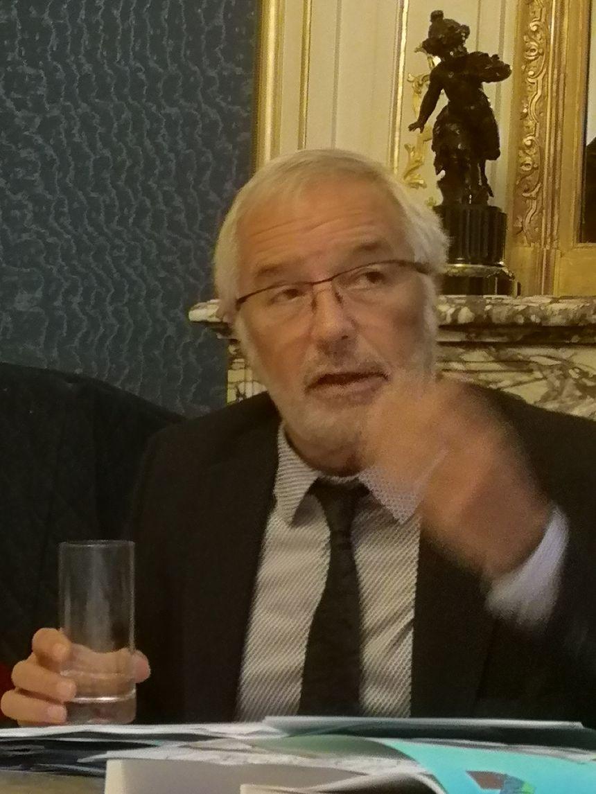Le maire de Dijon, François Rebsamen