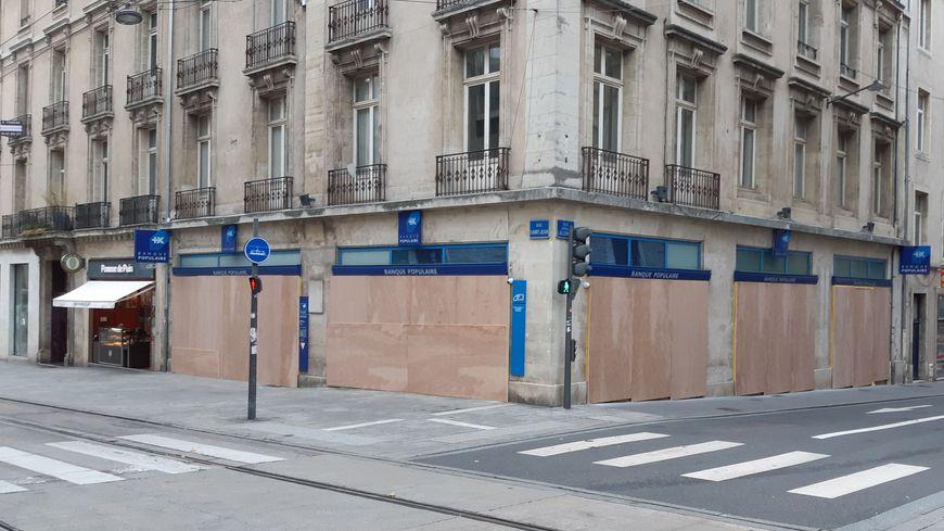 Les banques se barricadent à Nancy en prévision d'une manifestation anti-nucléaire.