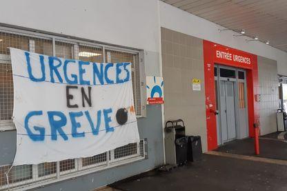 L'entrée des urgences de l'hôpital Delafontaine à Saint-Denis