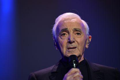 L'auteur-compositeur-interprète Charles Aznavour, en concert le 13 décembre 2017 à Paris.