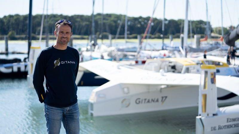 Franck Cammas devant son trimaran Gitana 17
