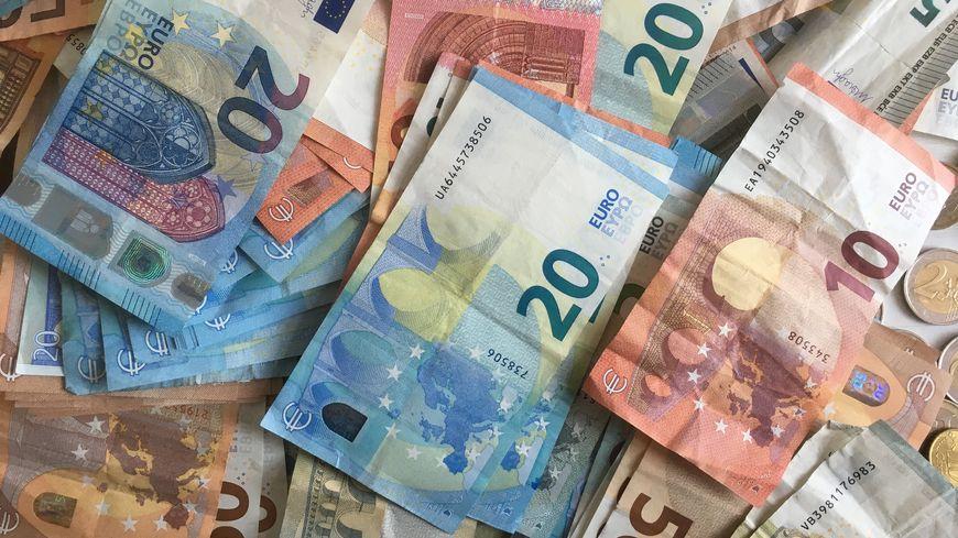 Avec 124 euros en moyenne chaque année, les Normands sont les mauvais élèves du sondage Odoxa-Leetchi pour France Bleu et Le Parisien.