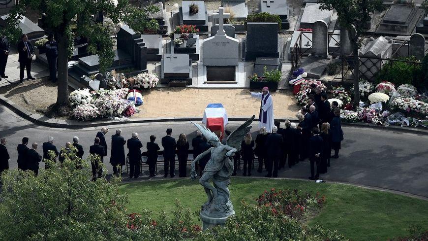 Le cercueil de Jacques Chirac au cimetière du Montparnasse lundi 30 septembre 2019