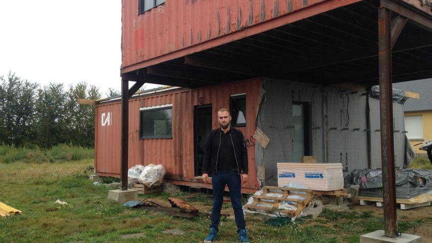 Mathieu Tressos et sa femme Mallaury ont encore beaucoup à faire pour terminer leur maison.