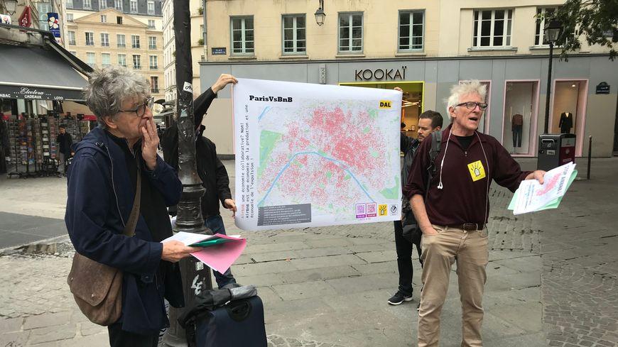 Les membres de l'association Droit au logement et du collectif Paris Vs BnB sont partis de la place du Châtelet et ont manifesté dans le quartier des Halles
