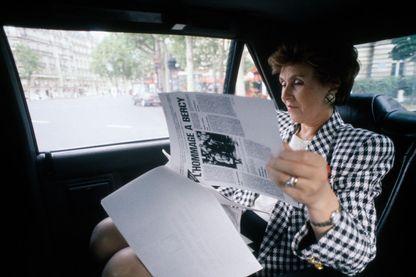 Edith Cresson, nouveau premier ministre, dans sa voiture de fonction à Paris le 18 mai 1991, France.