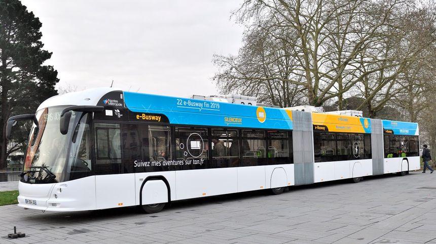 """Le """"e-Busway"""", 24m de long, double articulation et 100% électrique"""