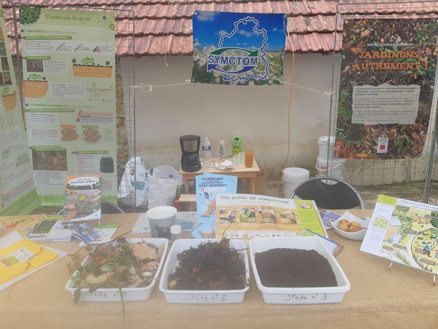 Un stand de compost est aussi présent pour expliquer le procédé