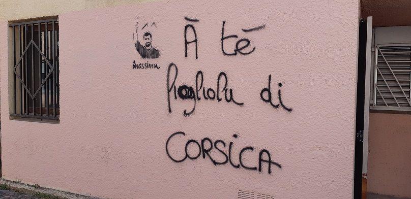 Tag sur les murs de l'université de Corse - Radio France
