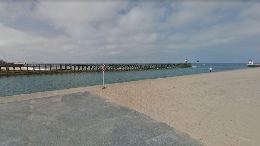 L'estacade de Capbreton vue depuis la digue de la plage Notre Dame.