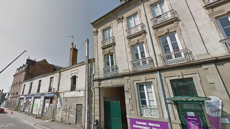 L'immeuble est situé sur le quai d'Ille-et-Rance