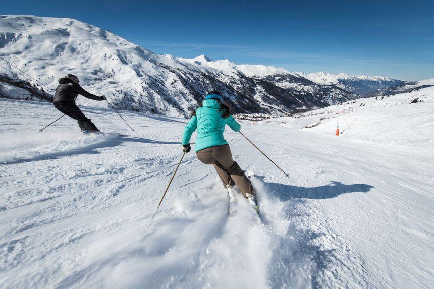 Skieurs sur  le versant du Gros Crey vers  Valmeinier 1800