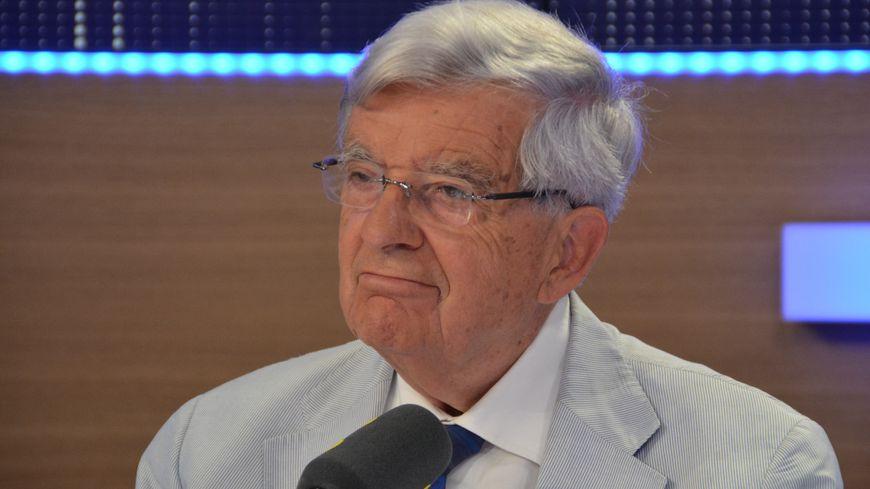 Jean-Pierre Chevènement a longtemps côtoyé Jacques Chirac sur la scène politique.