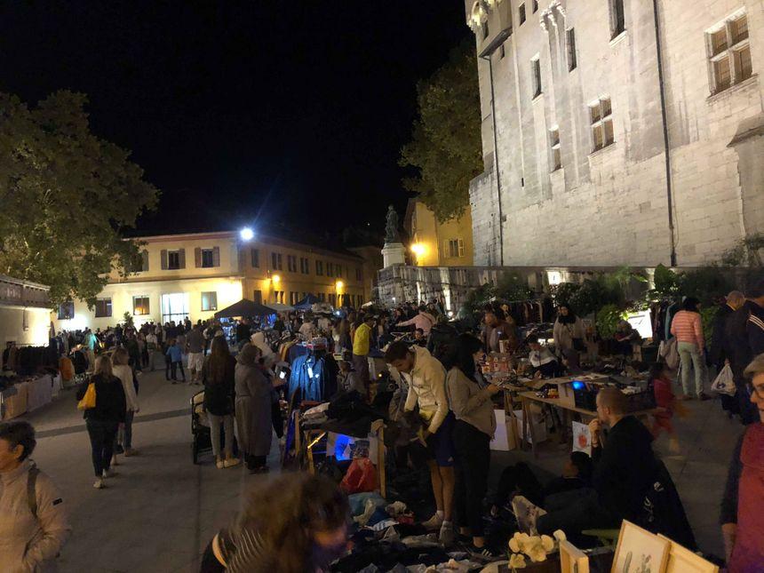 La braderie de Chambéry de nuit.