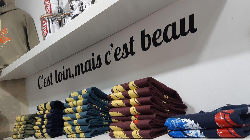 Dans cette boutique de Brive, les produits à l'effigie de Jacques Chirac s'arrachent.