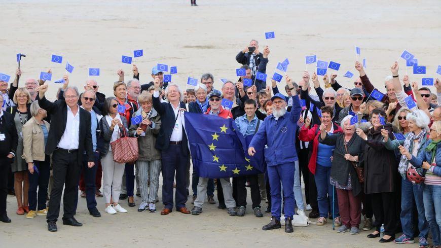 Photo de festivaliers français et britanniques anti-Brexit