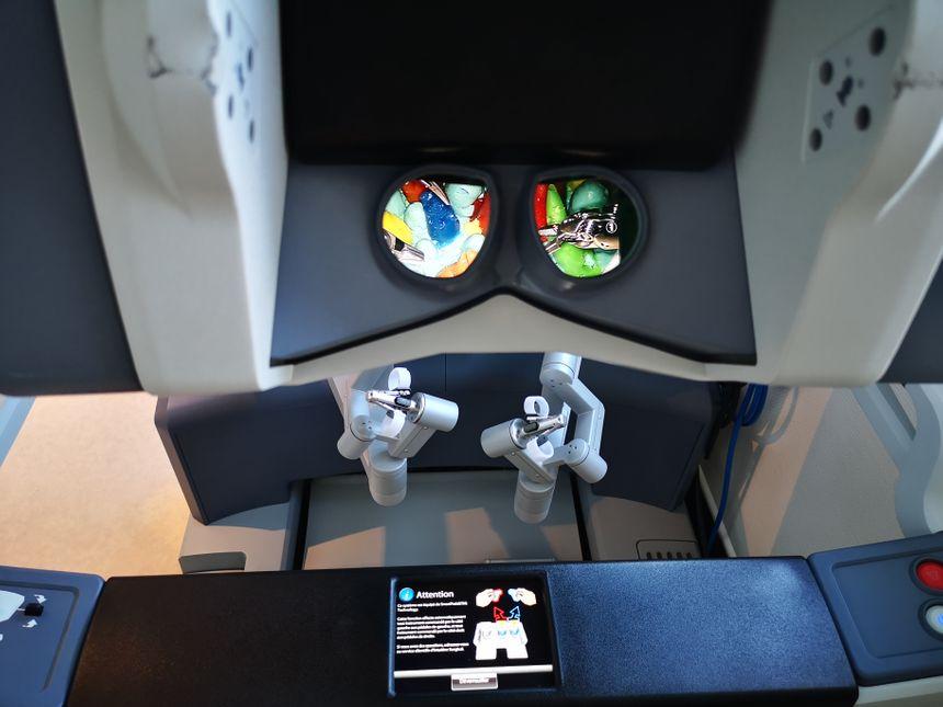 Deux joystiques pour orienter les mouvements du robot