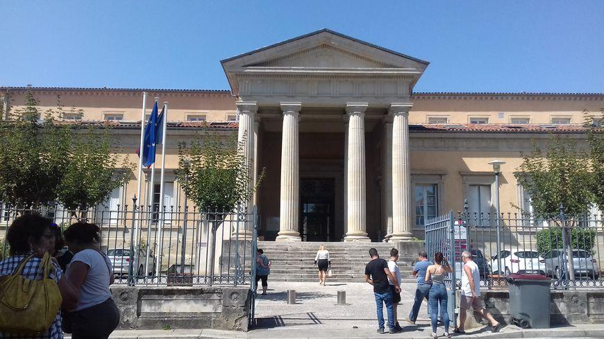 Une partie des personnes interpellées ont été déferrées ou jugées dans le palais de justice de Castres.