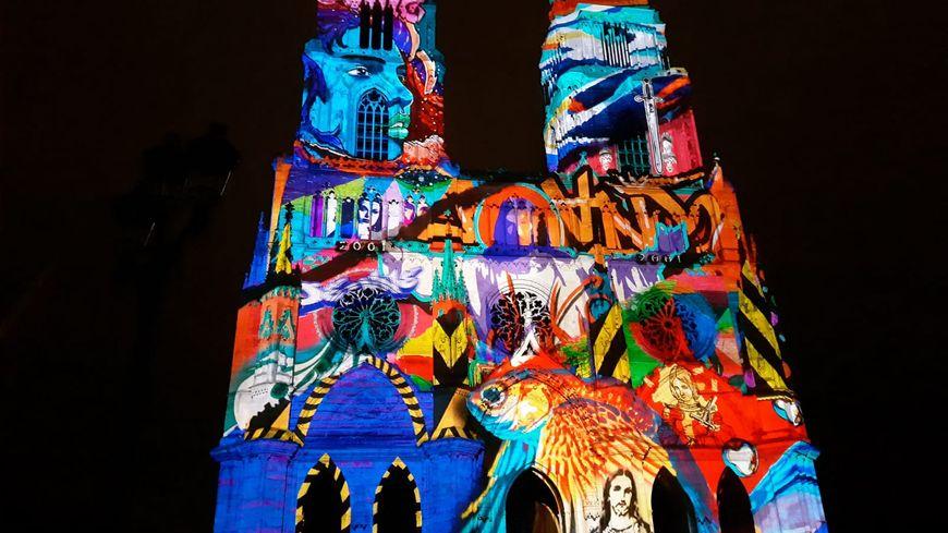 Projection du spectacle son et lumière sur la cathédrale Sainte-Croix (Orléans)