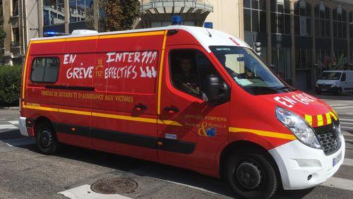"""Pompiers : """"Hier, nous étions des soldats du feu; aujourd'hui, nous sommes des taxis sanitaires"""""""