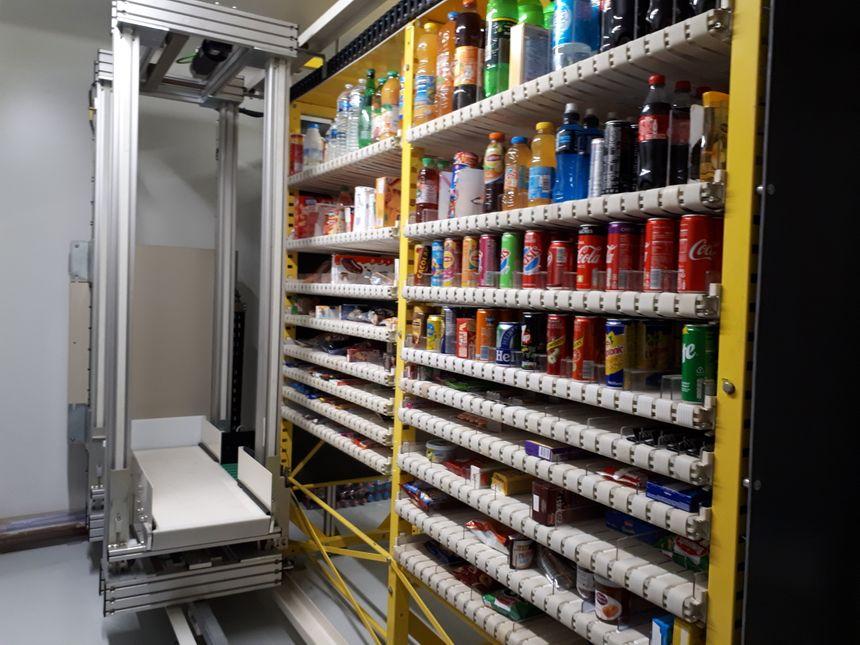 Le robot de l'épicerie automatique.