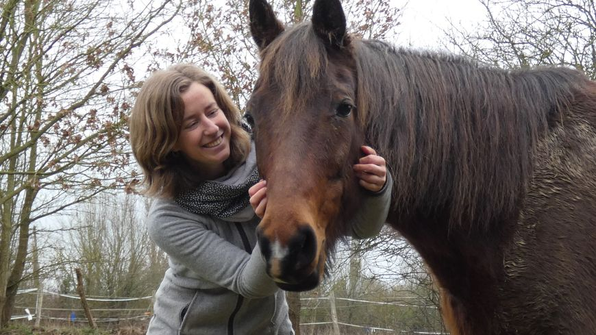Marion Lalande et son cheval Lélican, en référence à son entreprise Lélic'Orne