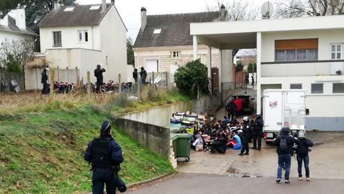 Force de l'ordre (2/4) : Mantes-la-Jolie, des lycéens à genoux