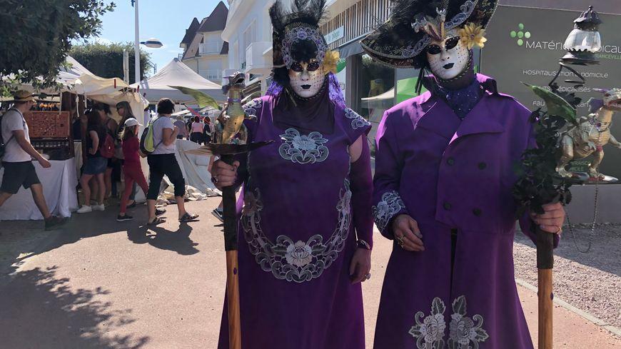 Marie-Anne et Harry, défenseurs des dragons, sont venus spécialement de Londres pour assister au festival Cidre et Dragon.