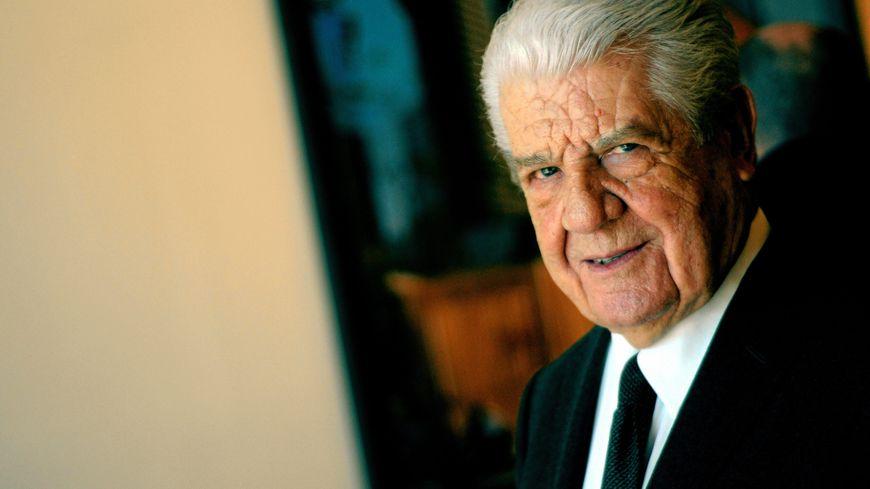 Jean Bousquet, maire de Nîmes de 1983 à 1995. Ici au Carré d'Art (1990)