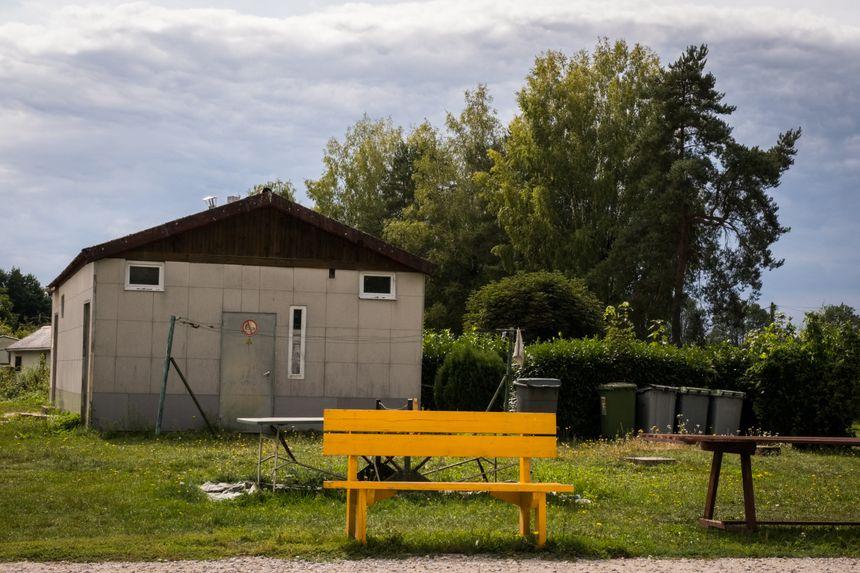 Le bloc sanitaires au camping de la Bergereine à Melisey en Haute-Saône.