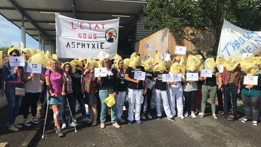 Ils étaient une quarantaine à manifester devant les urgences de Mont-de-Marsan