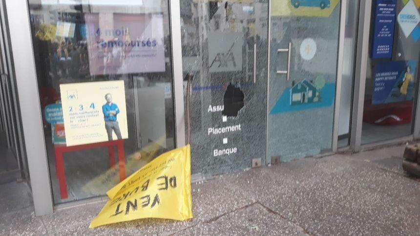 Agence AXA rue de Mon Désert