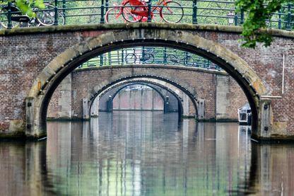 Ponts au-dessus des canaux d'Asmterdam