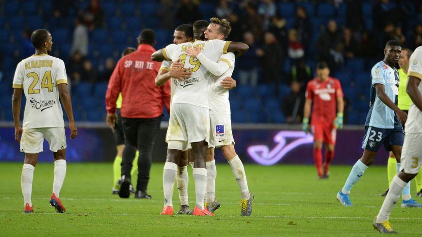 La joie des Castelroussins au coup de sifflet final après leur première victoire de la saison au Havre
