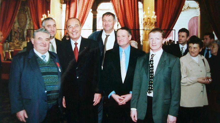 Philippe Jéhan à droite aux côtés de Jacques Chirac en 2002.