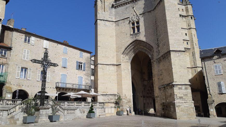 Dans la Bastide de Villefranche, plus question de se balader torse-nu sous peine d'amende.