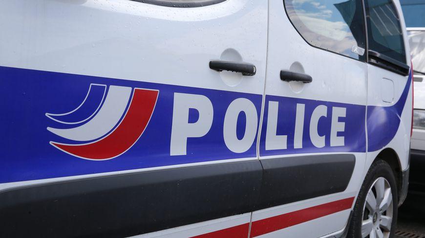 Deux fourgons de police avaient été pris à partie vendredi 25 octobre